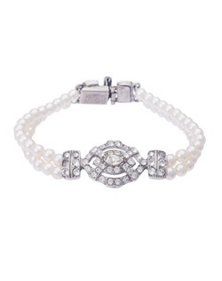 This elegant pearl and crystal bridal bracelet from the Ben Amun Bridesmaids for Thomas Laine collection will impress with its eye-catching vintage style. Two strands of small pearls combine with a delicate vintage style silver plated Swarovski crystal feature that simply radiates vintage chic.