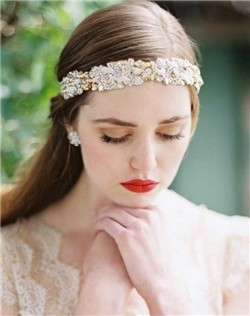 This ethereal statement headpiece is truly stunning. Perfect for a up swept hair style or a romantic down style of large curls. Swarovski petal and leaf motif set on a metal frame. Available in gold and silver. Shown in gold.