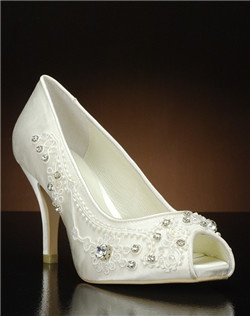 Peep toe pump with beaded detail along vamp