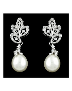 Lovely beautiful off white pearl and cz earrings