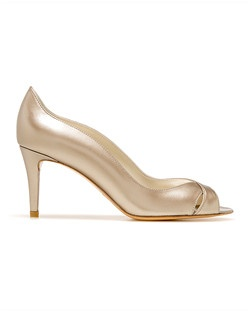 Evening sandal in Oyster Supple Kid leather with subtle scalloped edges