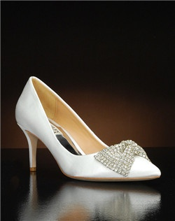 Crystal bow embellished pointed toe pump