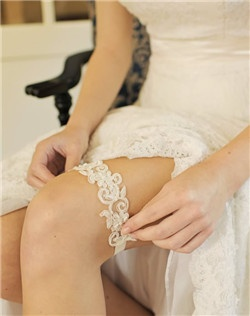 Swirls of satin embroidered lace dance along the length of this bridal garter. The soft elastic ribbon feels barely there and is available in an array of sorbet shades
