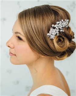 A filigree sprig of leaves and vines is dotted with tiny, dew-like rhinestones. Catching the light, this silver-tone bridal hairpiece is a beautiful accent to a delicate up-do or sweeps into loosely flowing locks.