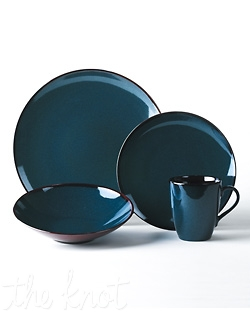 Take your table from ordinary to extraordinary with the rich colors of Sedona. Inspired by nature, the deep blue and earthy brown colors combine to create a stylish and sophisticated two-tone effect. The stunning reactive glaze on stoneware ensures that no two pieces are exactly alike. Dishwasher and microwave safe. Available in Blue and Brown.