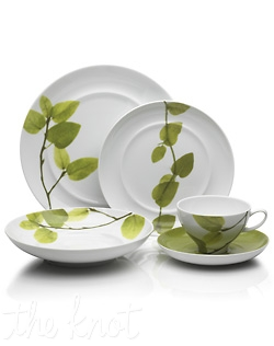 A fresh, sophisticated addition to your table, Daylight brings the vibrancy of nature into your home. A wide array of distinctly designed porcelain accessories are adorned with lush leaves in a variety of rich, green hues. Perfect for casual and formal entertaining alike. Made of fine porcelain from Portugal. Dishwasher and microwave safe.