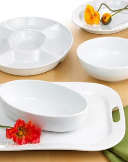 Timeless, elegant and durable, each piece in this versatile serveware collection features a silky smooth white body and shiny clear glaze. Mix and match different shapes for an unexpected twist every day.