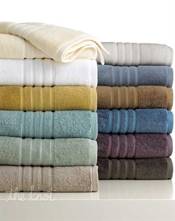 Featuring an ultra-soft hand, superior absorbency and incredible loft, MicroCotton Luxe towels from Hotel Collection redefine modern luxury. Choose from oversized towels in sophisticated hues finished with hem detail and a lustrous sheen.