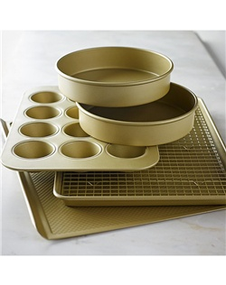 Successful baking relies as much on good tools as it does on techniques and ingredients. Our signature professional-quality pans offer superb performance and the impeccable release of our Goldtouch nonstick coating. This special set includes all the essentials for everyday baking tasks.