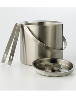 Update your bar accessories with this Food Network ice bucket.The sleek design shows off your modern taste, while the included tongs make bartending a breeze. You'lltoast to this Food Network ice bucket.