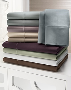 Contemporary comfort. This Jennifer Lopez Egyptian cotton sheet set has style and grace. 600-thread count