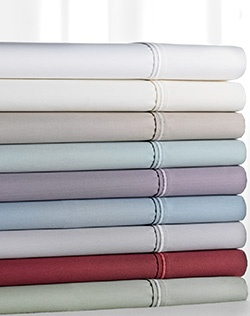 Count on comfort when you use this Simply Vera Vera Wang sheet set. 800-thread count, luxurious sateen finish and wrinkle resistant