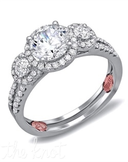 <p>Available in White Gold 18KT and Platinum. 0.53 RD</p><br>