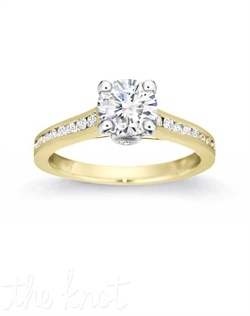 Exquisite design details impeccably capture this ring's eternal appeal.