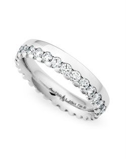 Round Brilliant Diamonds = 1.08ct TW,  platinum