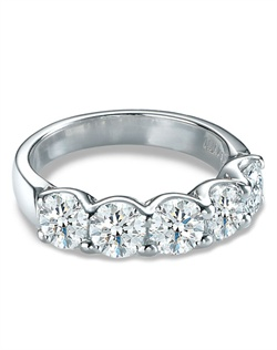 A shared-prong, U-shaped mounting minimizes the metal so you see the maximum surface area of the 5 Forevermark diamonds.