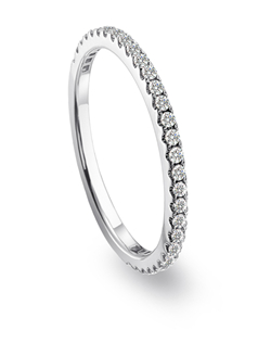 Mémoire platinum wedding band with diamonds from the Diamond Bouquets™ Collection.