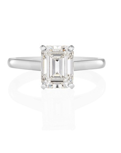 Timelessly elegant, this 2.1 mm (0.08 in.) wide platinum ring has been meticulously designed and crafted with a four-prong-set emerald-cut solitaire. A wide selection of colour and clarity grades is available in our stores. Total carat weight depends on the centre diamond. Resizable -/+ 2 sizes.