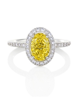 This delicate 1.5 mm (0.06 in.) band is set with yellow round brilliant micropavé diamonds in yellow gold. Total carat weight for a standard size is approximately 0.35ct. Clarity grade VS+.