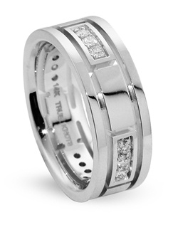 What's your story? It may be expressed with this 8mm wedding band with 0.39tcw of diamonds, designed by TRUE KNOTS for the TRUE MAN® collection. This wedding band may be customized to your desired width, finish, and metal type. Available in platinum and gold.