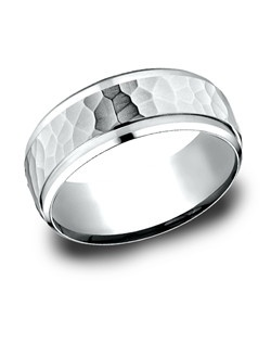 This 8mm comfort-fit carved design band features a beautiful hammered-finished center for a stylish look.