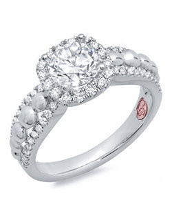 Available in White Gold 18KT and Platinum.0.39 RD
