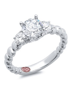 Available in White Gold 18KT and Platinum.0.53 RD.