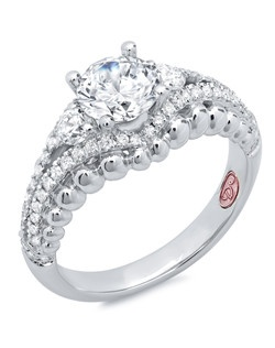 Available in White Gold 18KT and Platinum.0.54 RD.