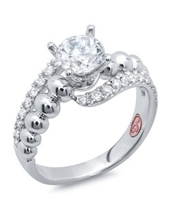 Available in White Gold 18KT and Platinum.0.34 RD