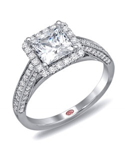 Available in White or Yellow Gold 18KT and Platinum. 0.52 RD.