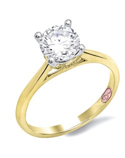 Available in White or Yellow Gold 18KT and Platinum. 0.05RD.