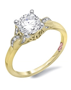 Available in White or Yellow Gold 18KT and Platinum. 0.06RD.
