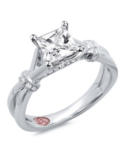 Available in White Gold 18KT and Platinum.0.13 RD.