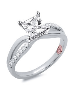 Available in White Gold 18KT and Platinum.0.16 RD.