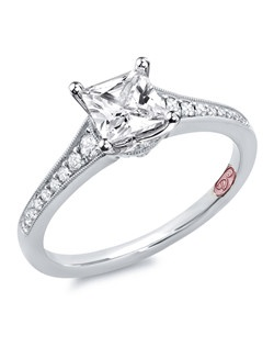 Available in White Gold 18KT and Platinum.0.20 RD.