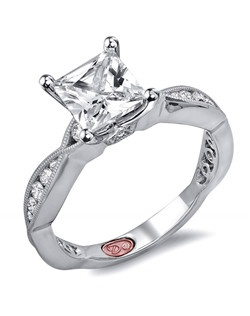 Available in White or Yellow Gold 18KT and Platinum. 0.30RD.