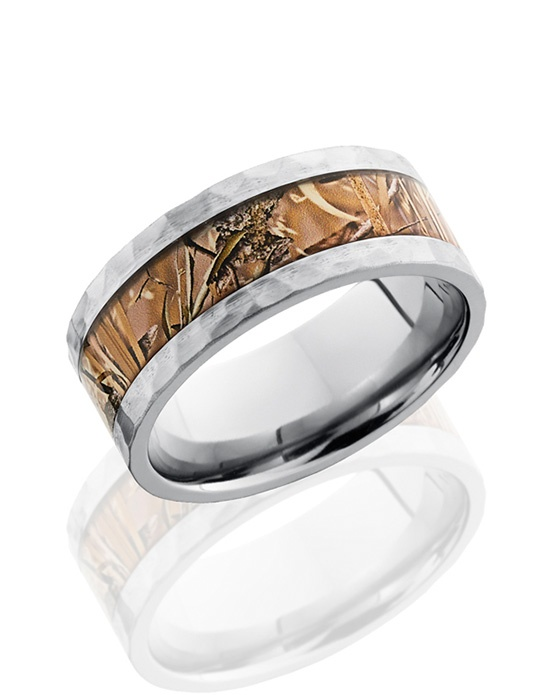 This striking Titanium men's wedding band is 9mm wide with a custom flat design. This ring contains a 5mm Kings Field Camo pattern inlay and then is carefully hammered and polished for light-capturing texture.