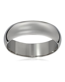 Choose a classic look with this traditional 6mm men's wedding band, made from brightly polished 10 karat white gold. The solid, plain design is simple and enduring, with rounded edges for comfortable wear.