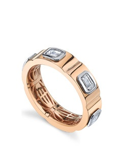 Named for its style and substance, the Bolt Band features a hand-blended alloy we call Russian Red Gold, which is warmer and richer than traditional rose gold. Customize yours with inset diamonds and stack pave side bands for extra sparkle. Price excludes center stone
