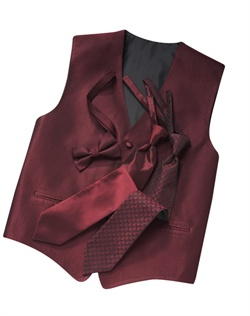 A classic herringbone pattern in a rich wine red hue gives this five-button  timeless appeal. An adjustable strap in back allows for optimum comfort.