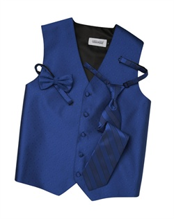 A textured diamond pattern lends modern appeal to this classic horizon blue five-button vest. An adjustable back strap guarantees the perfect fit.