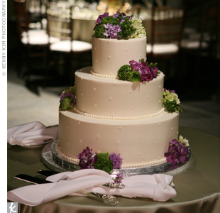 triple swiss dot wedding cake 301 moved permanently 21270