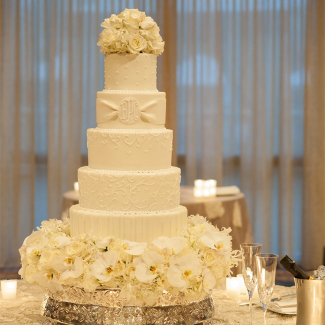 wedding cake with monogram monogrammed white wedding cake 26927