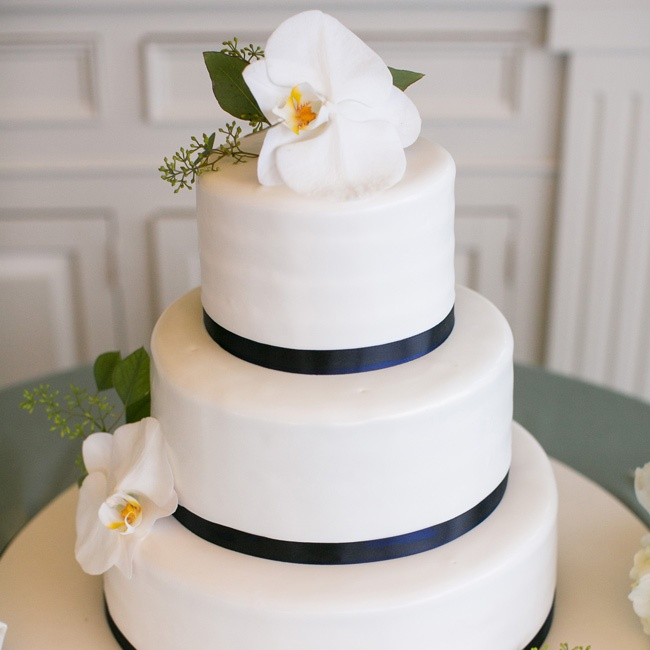 wedding cakes newport ri a waterfront wedding at the chanler at cliff walk in 25085